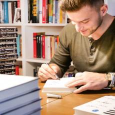 Okładka książki Nikt nie idzie z serii SQN Originals Jakuba Małeckiego w SQN Store