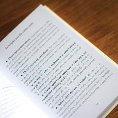 """Okładka książki """"Pieszo i beztrosko. O sztuce spacerowania"""" na SQN Store"""