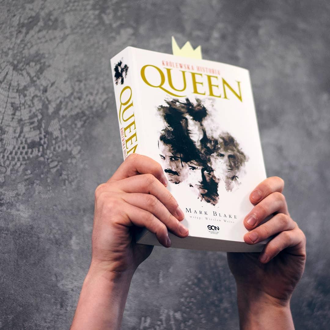 Zdjęcie z książką Queen. Królewska historia w SQNstore